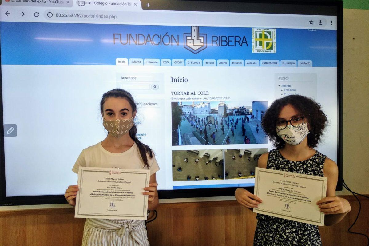 Les dues alumnes han rebut el diploma acreditatiu
