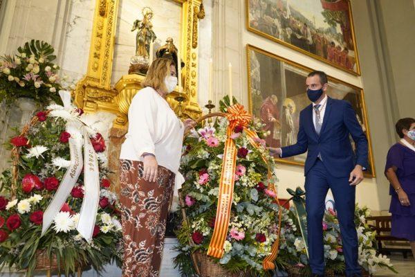 L'ofrena de flors a la Verge dels Lliris