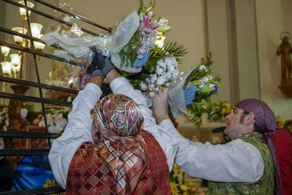 ofrenda de flores a la Virgen de los Lirios