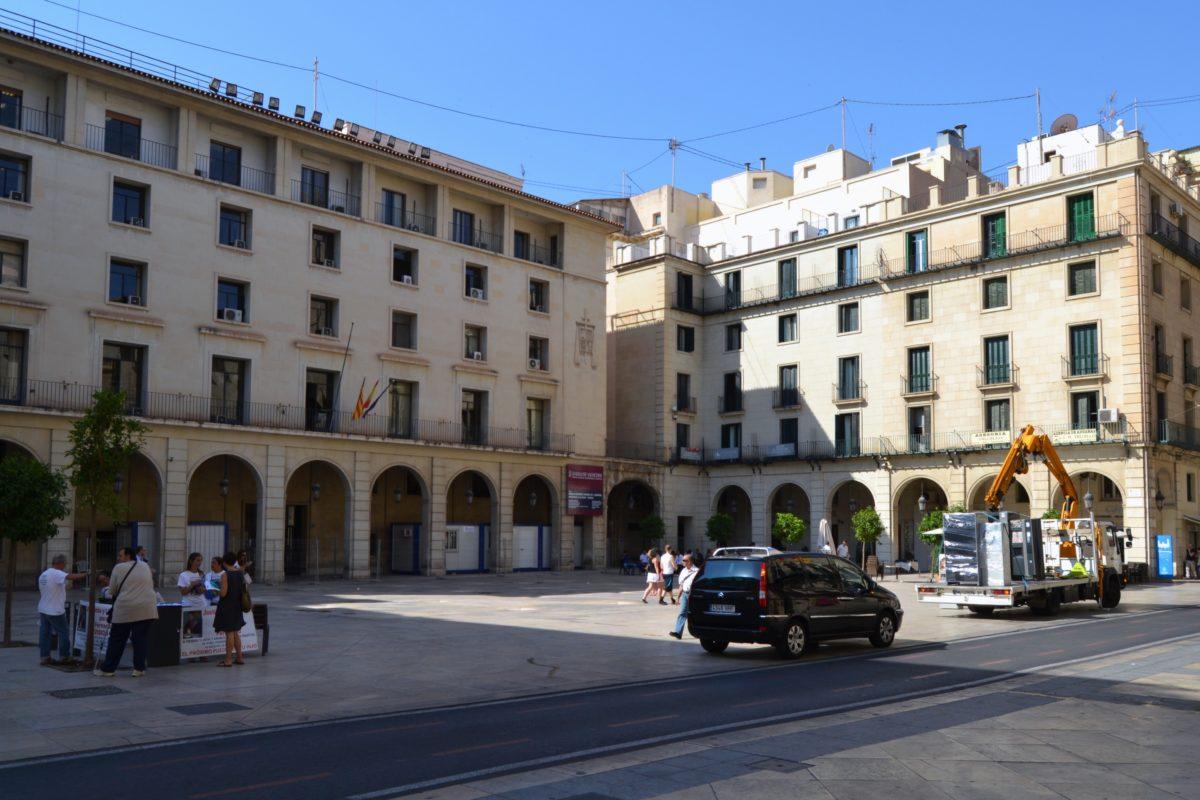 Una dona és acusada de robar més de 7.800 euros a una anciana