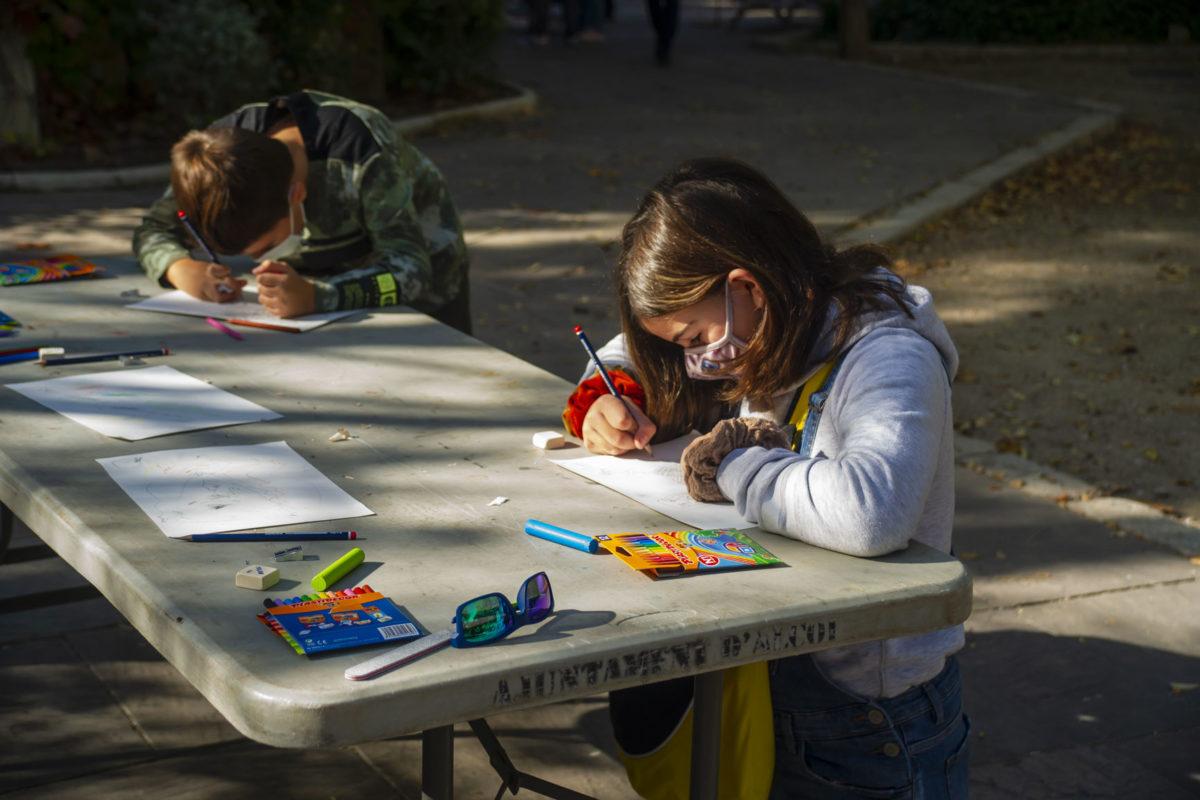 Els xicotets deixen volar la seua imaginació amb el concurs de pintura de la ASJ