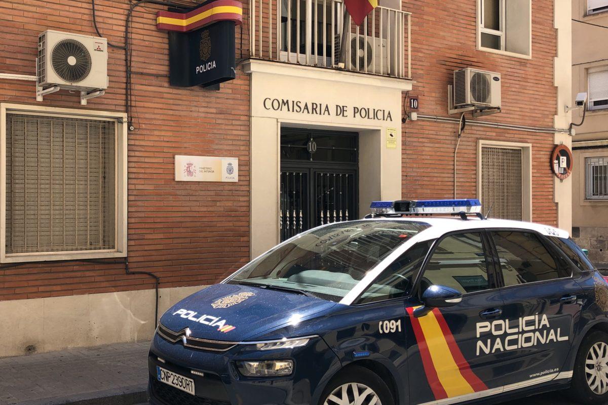 Detenen a una parella per estafar 4.000 euros amb la venda de mascaretes