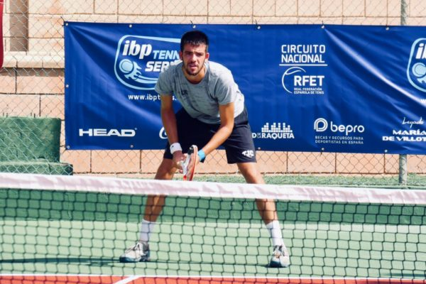 Carlos Matarredona torna als Estats Units on juga al tennis i cursa estudis universitaris d'economia