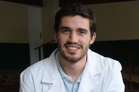 Mauro Ferre obté una beca de medicina
