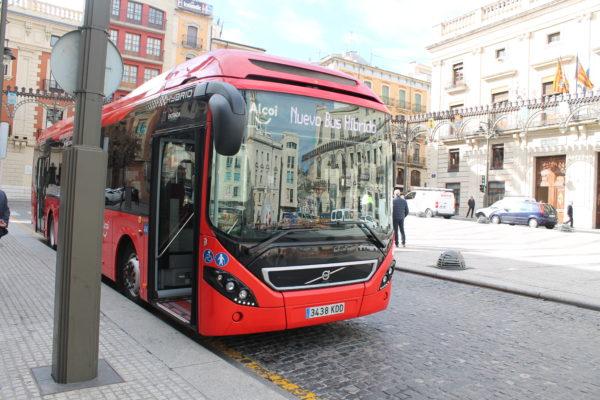 """Guanyar demana la """"necessària"""" municipalització de l'autobús"""