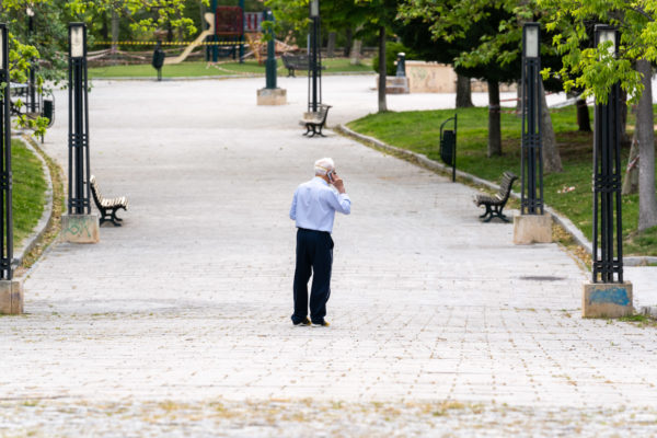 Reactivan el seguimiento telefónico de las personas mayores que viven solas