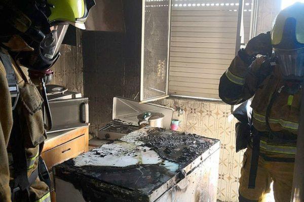 El motor d'un congelador provoca un incendi en un habitatge d'Ibi