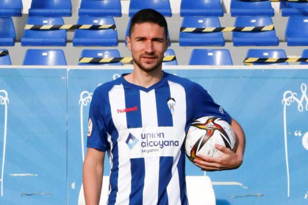 """Omar Ramos: """"Em queda molt futbol per donar"""""""