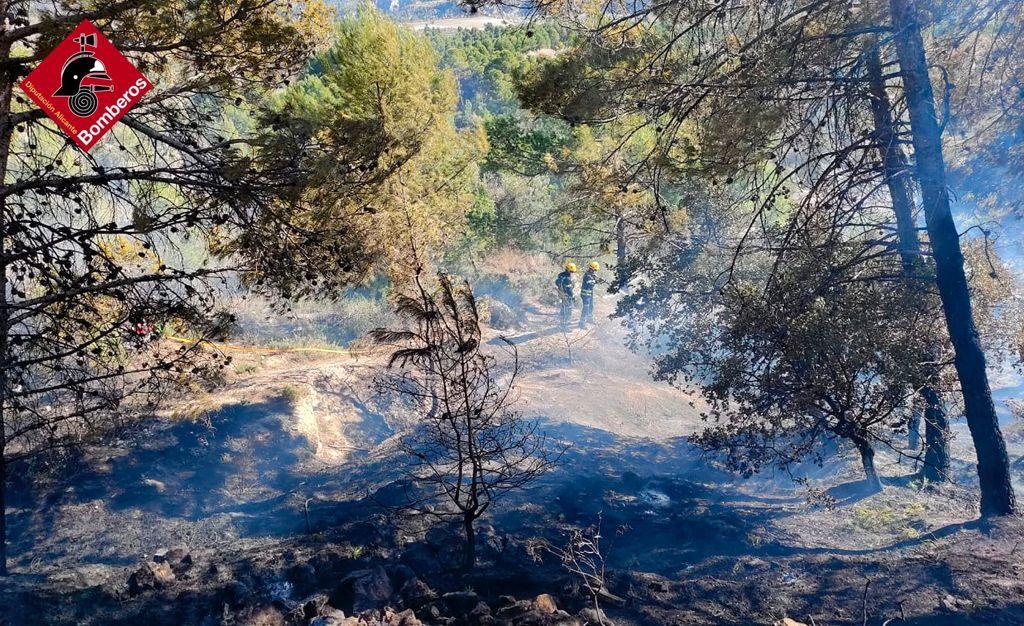 Dos incendios forestales en Balones y en Benifallim