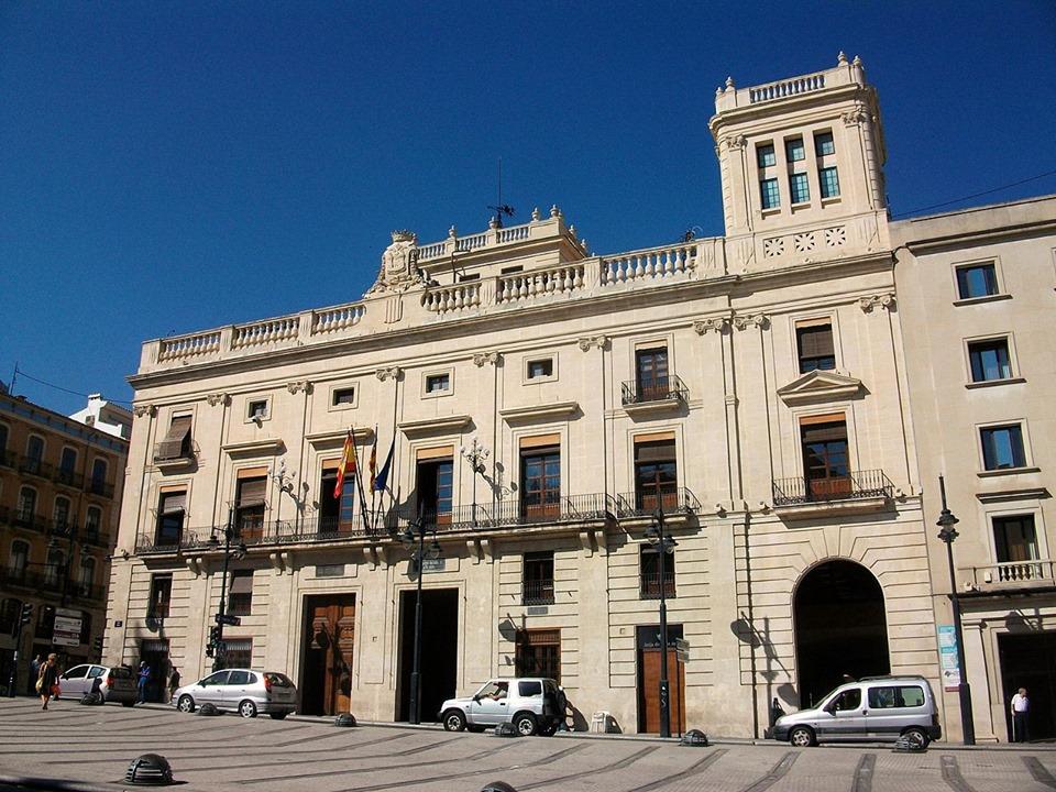 Conveni entre Generalitat i Alcoi per a la cessió dels drets de tanteig i retracte