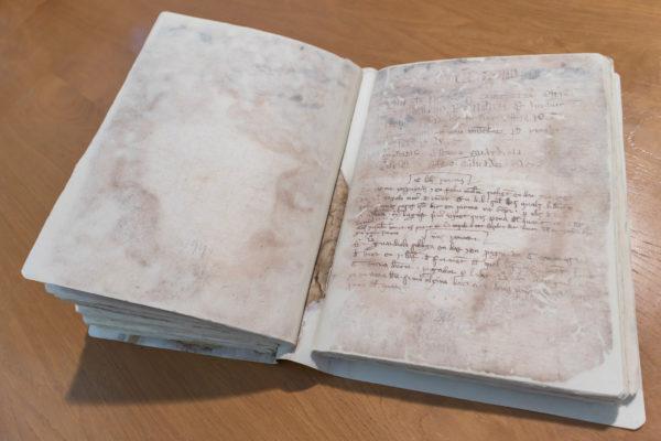 Restauren dos 'Llibres de Cort de Justícia'