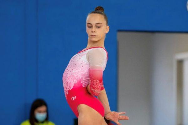 Laura Casabuena participa en un control nacional de gimnàstica artística femenina