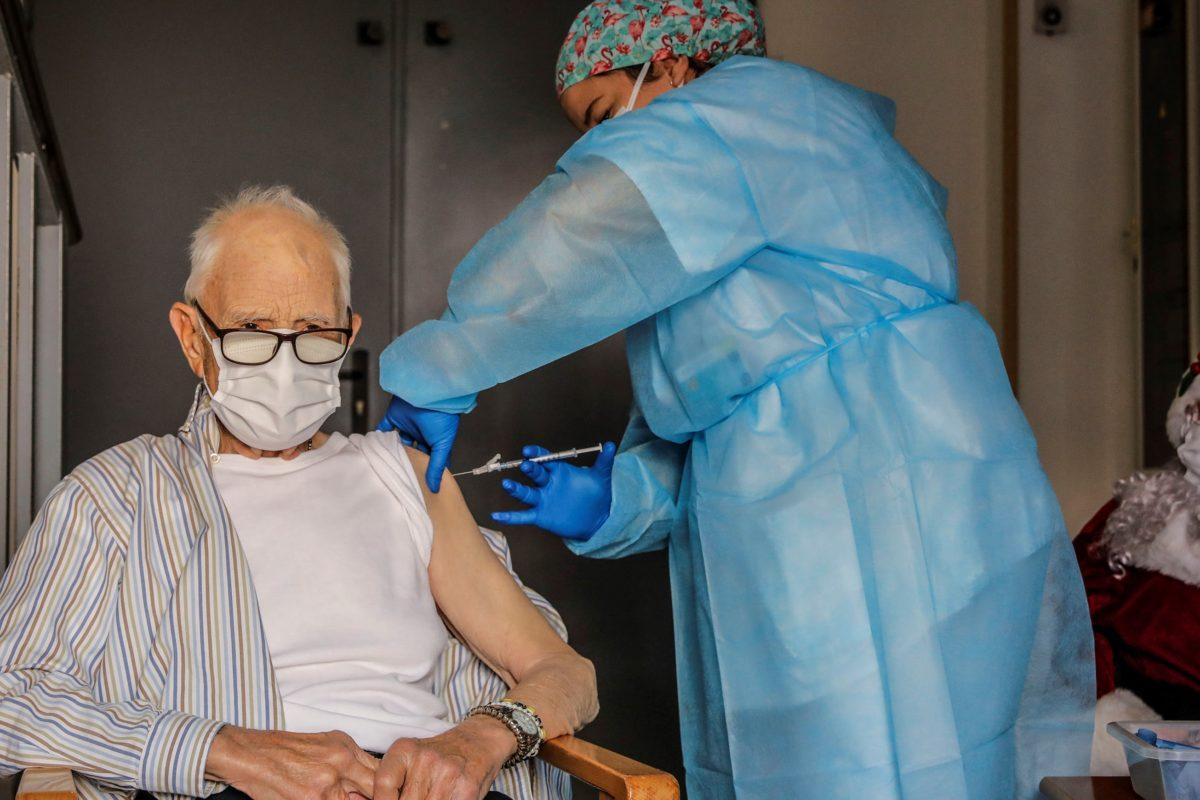 El 65% de persones majors de 80 anys ha rebut almenys una dosi de la vacuna
