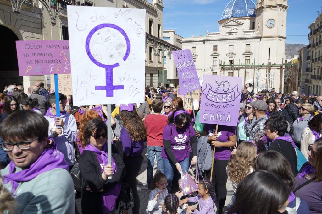 La crisi econòmica i social s'ha acarnissat amb les dones