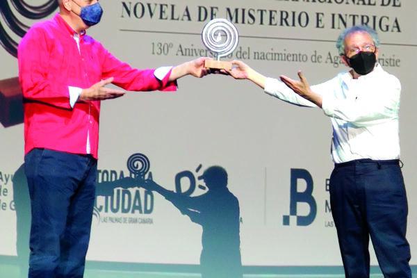 Llorens i Peidro reben el premi de novel·la d'intriga