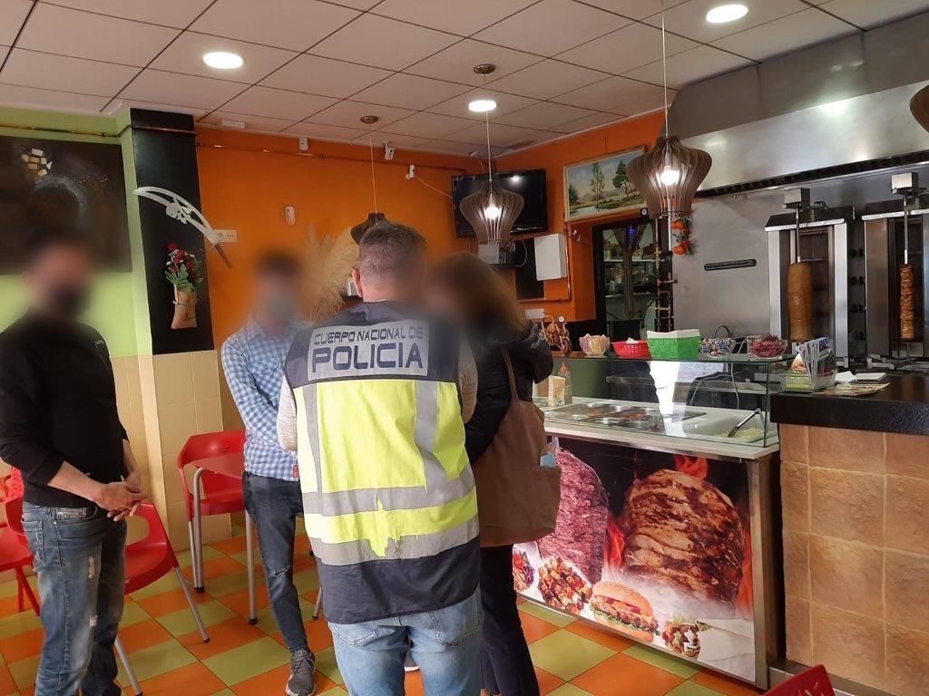 Dos detinguts per explotar a repartidors