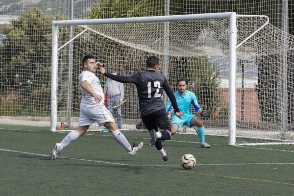 L'Español depén de si mateix per a ser campió en el futbol local