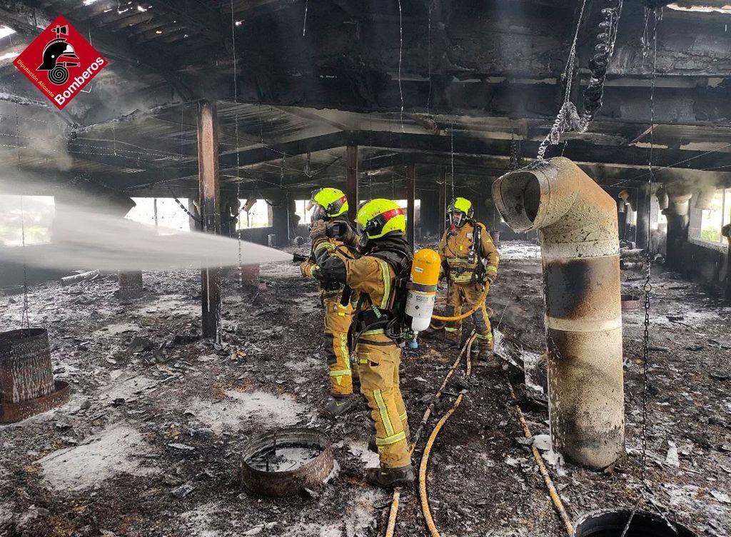 Los bomberos sofocan un incendio en una granja de Gorga