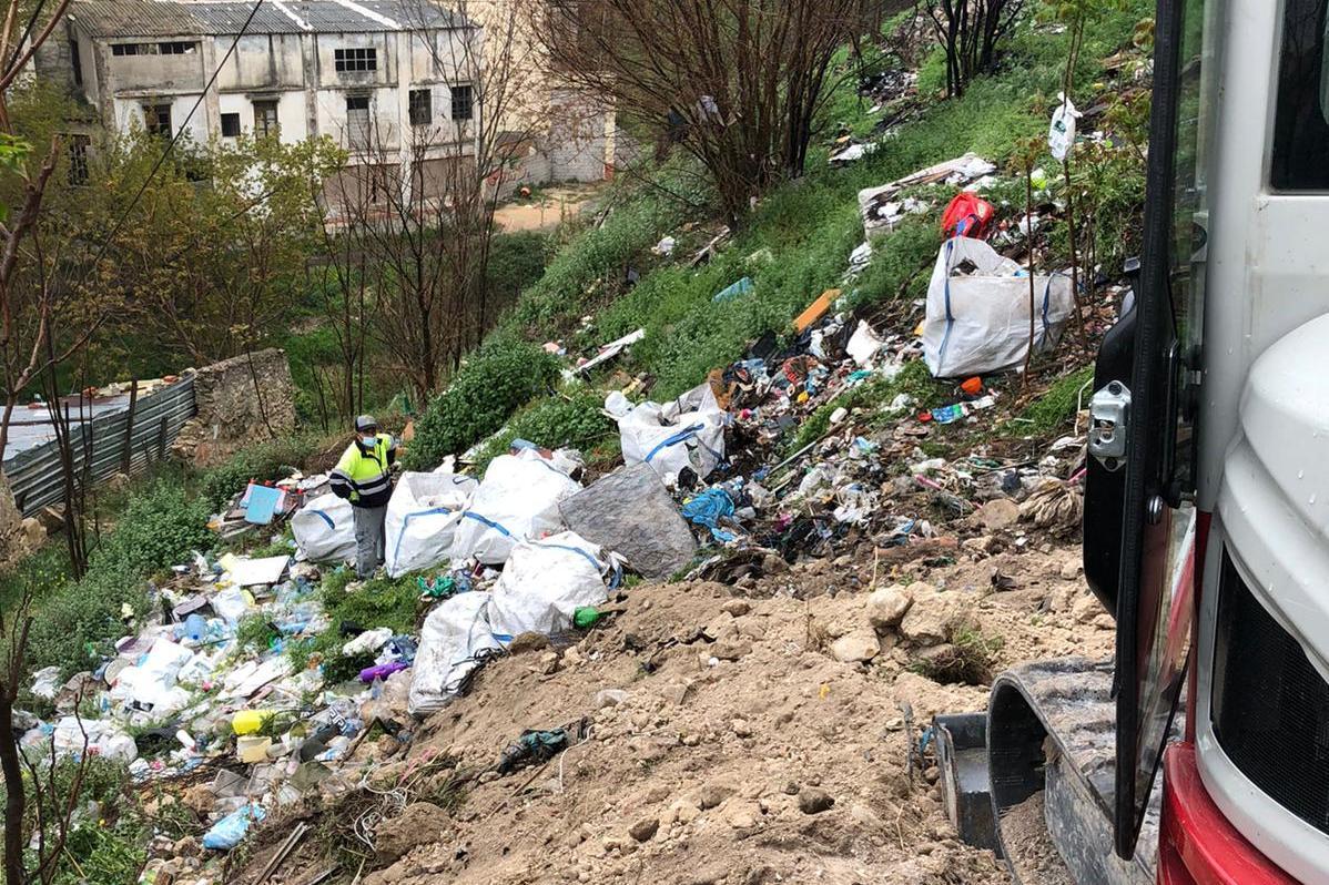 Acometen la limpieza de vertederos en el río
