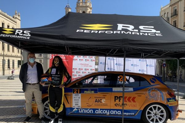 Lydia Sempere presenta el coche con el que debuta en el Nacional de turismos