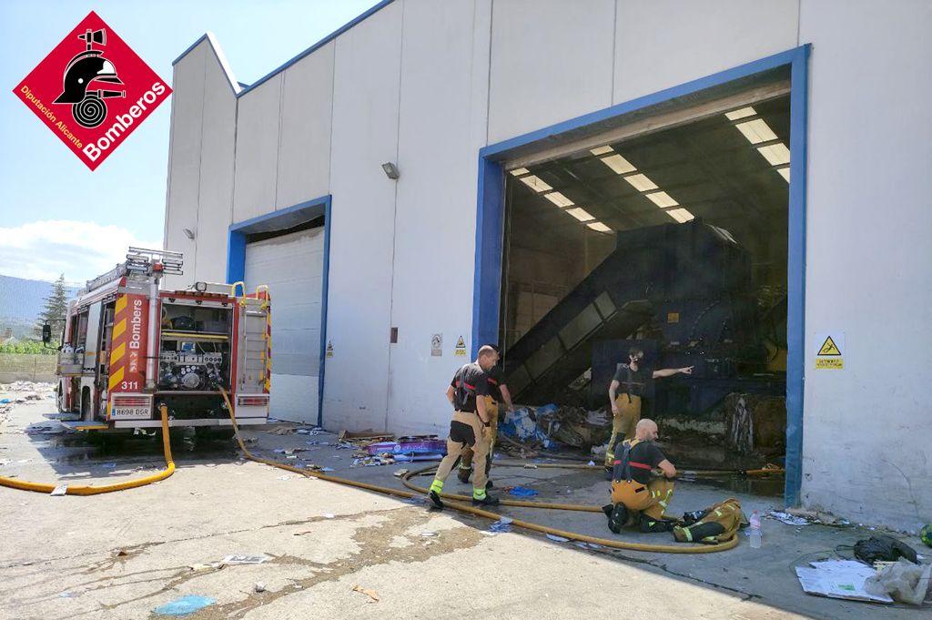 Un incendi obliga a evacuar