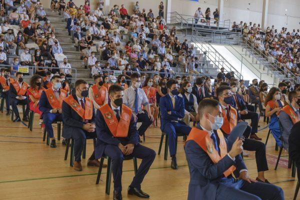 Multitudinària graduació de l'última promoció del Campus