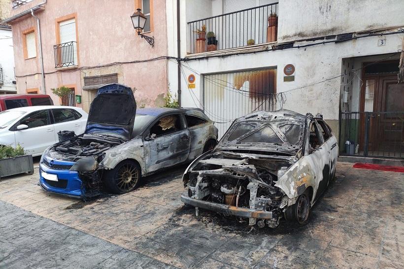 Investiguen l'incendi de tres cotxes en la pedania de Benàmer, a Muro