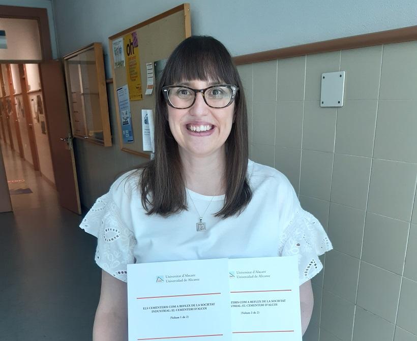 Elisa Beneyto obté el Doctorat per una tesi sobre el Cementeri d'Alcoi