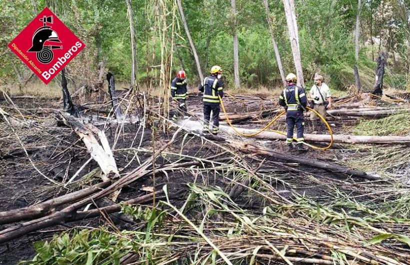 Un incendio en Cocentaina calcina 700 m2 de superficie