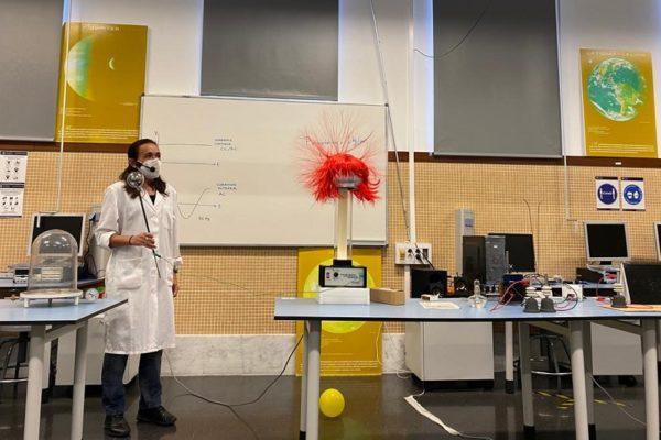 Gran acolliment als tallers de ciència del Campus d'Alcoi de la UPV