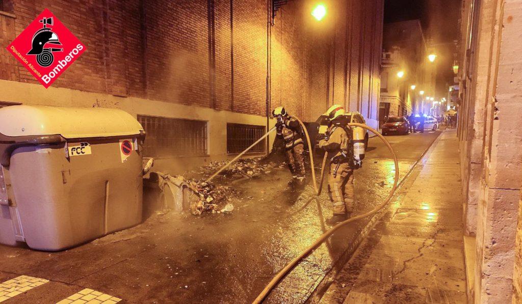 Investigan una nueva quema de contenedores