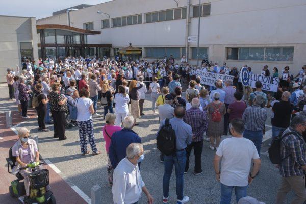 Al voltant de 300 persones se sumen a la protesta dels metges